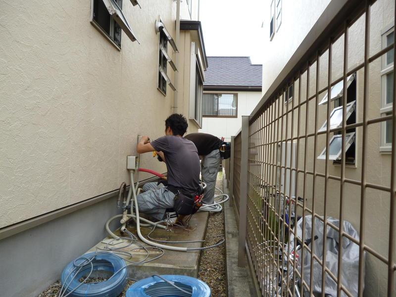 配線配管工事(旧給湯器を取外し)